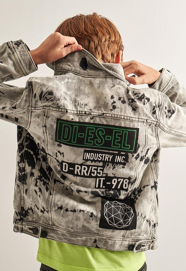 https://cz.diesel.com/dw/image/v2/BBLG_PRD/on/demandware.static/-/Library-Sites-DieselMFSharedLibrary/default/dw9fd09078/CATEGORYOV/2x2_90.jpg?sw=622&sh=907