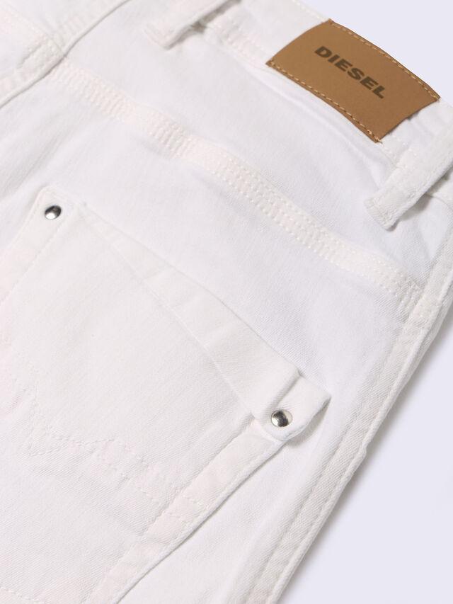PROOLI-N, White