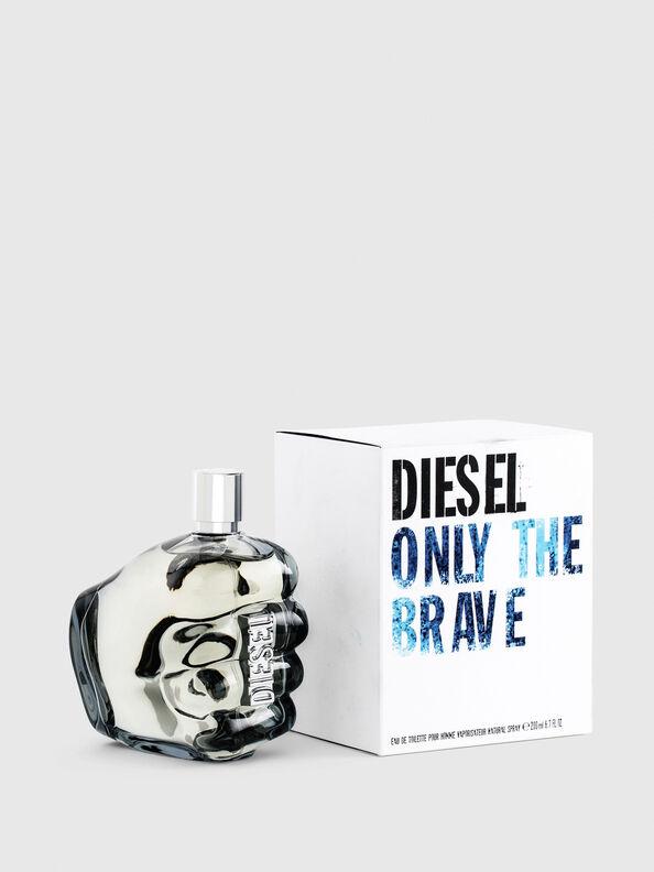 https://cz.diesel.com/dw/image/v2/BBLG_PRD/on/demandware.static/-/Sites-diesel-master-catalog/default/dwa8860210/images/large/PL0305_00PRO_01_O.jpg?sw=594&sh=792